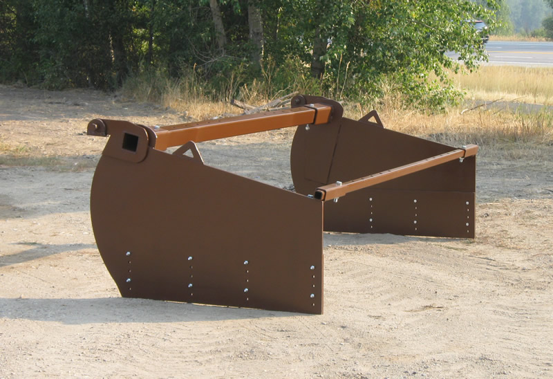 spreader for grading railroad ballast rock